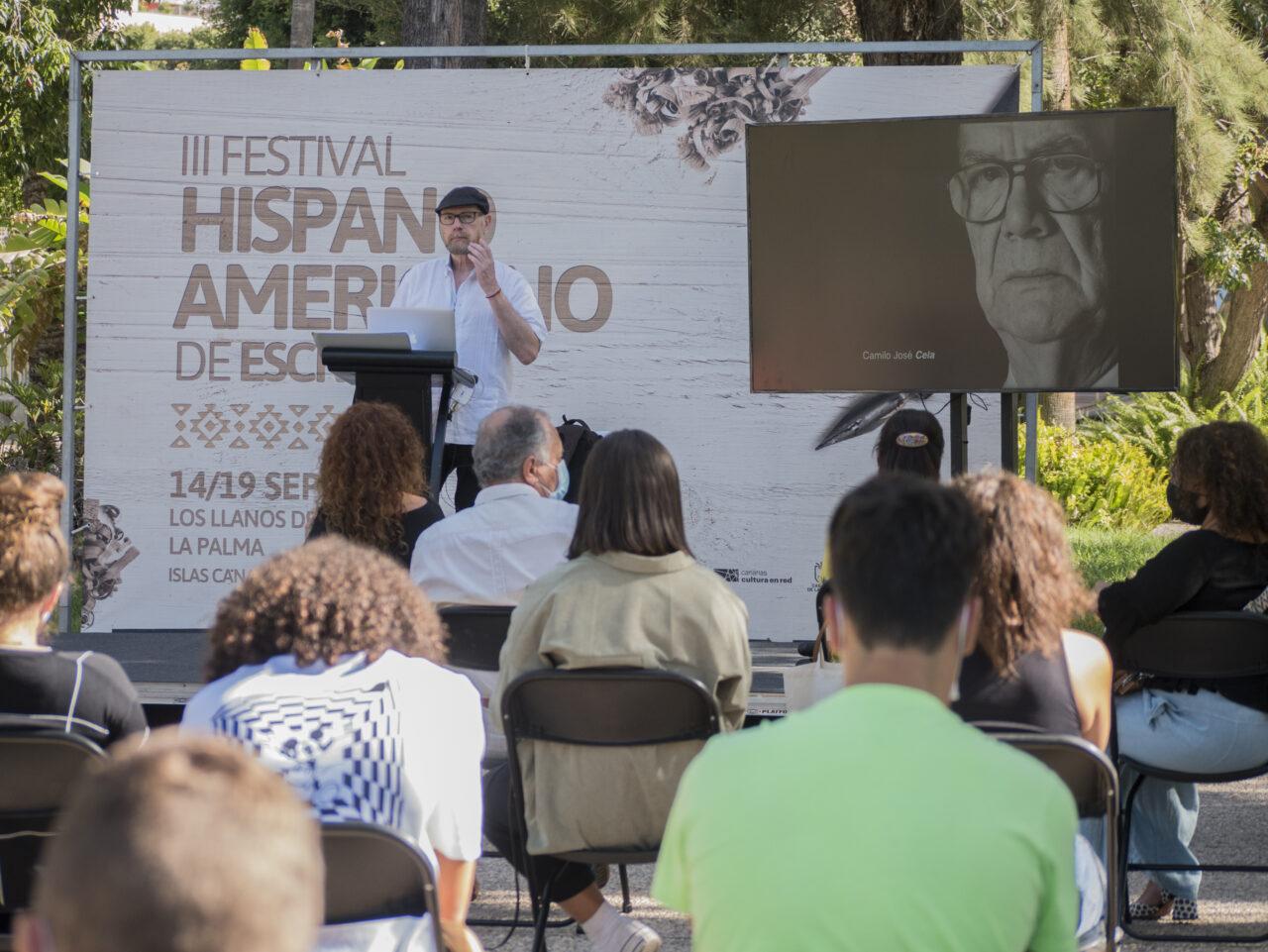 Daniel Mordzinski, durante su encuentro con estudiantes en el III Festival Hispanoamericano de Escritores que se celebra en Los Llanos de Aridane.