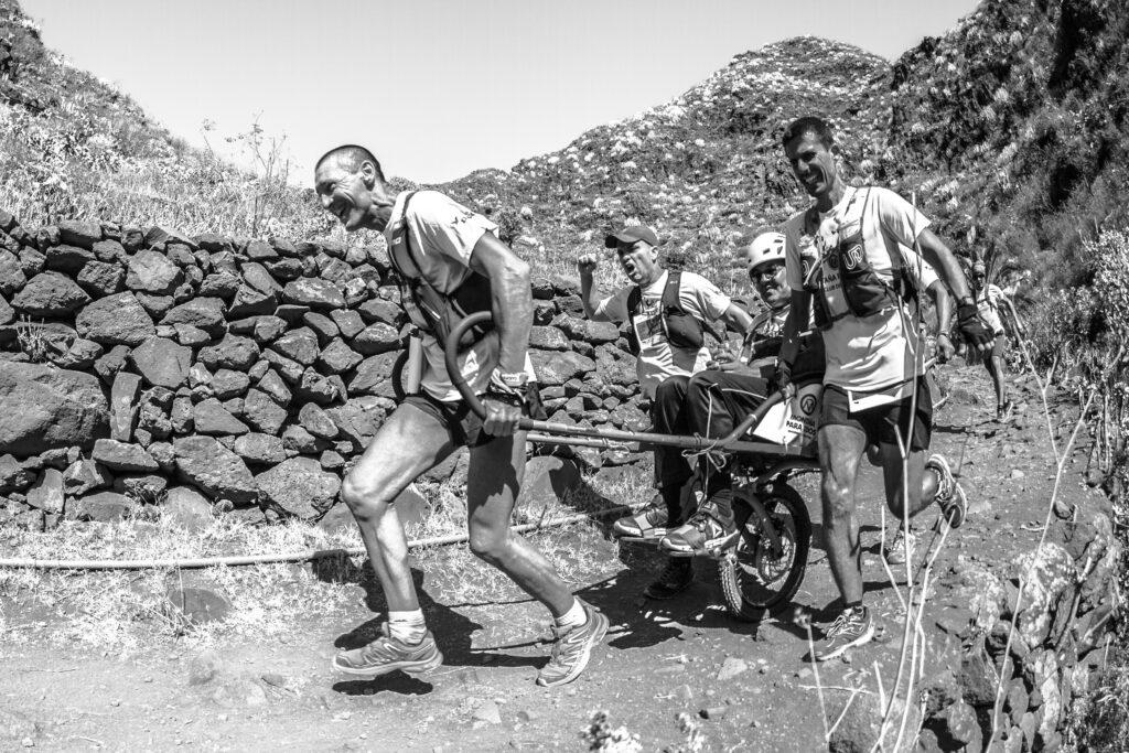Segundo Premio Individual. Categoría: Deportes. Lugar de toma:  II Campeonato Internacional de Carreras por Montaña con Joëlette celebrado en 2019  en el Parque Rural y Reserva de la Biosfera de Anaga. y que fomenta el deporte inclusivo (Tenerife). José Luis Méndez